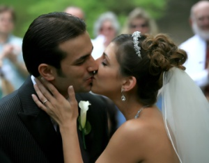 The I Do Kiss